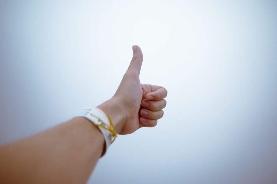 person doing thumbs up 193821